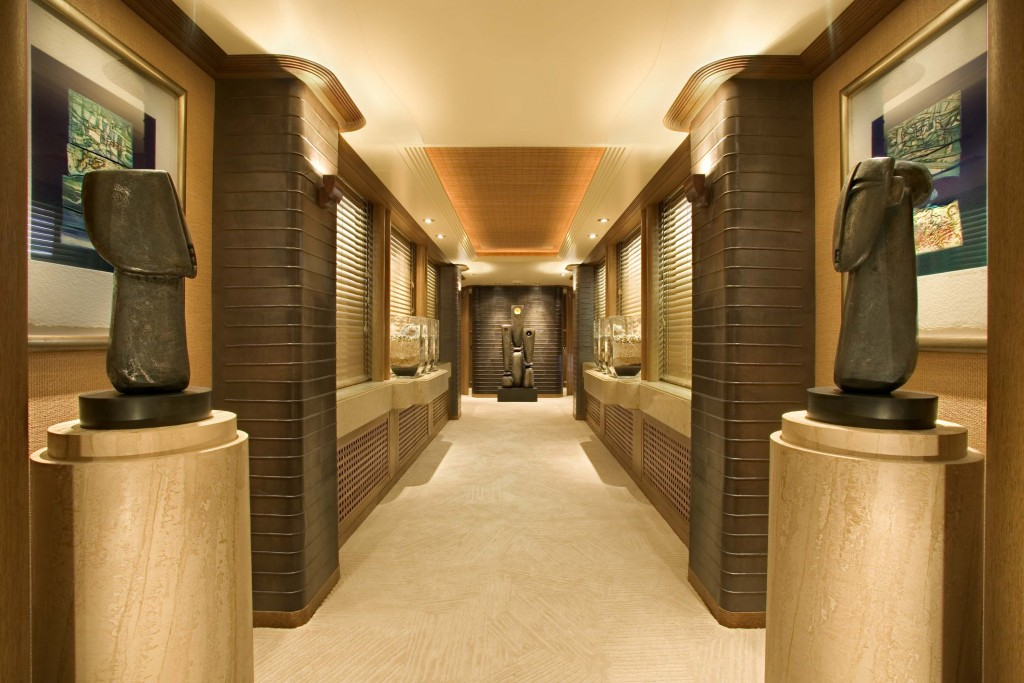 Ecstasea hallway