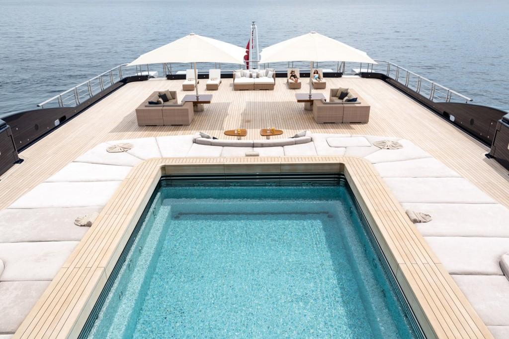 Luna pool