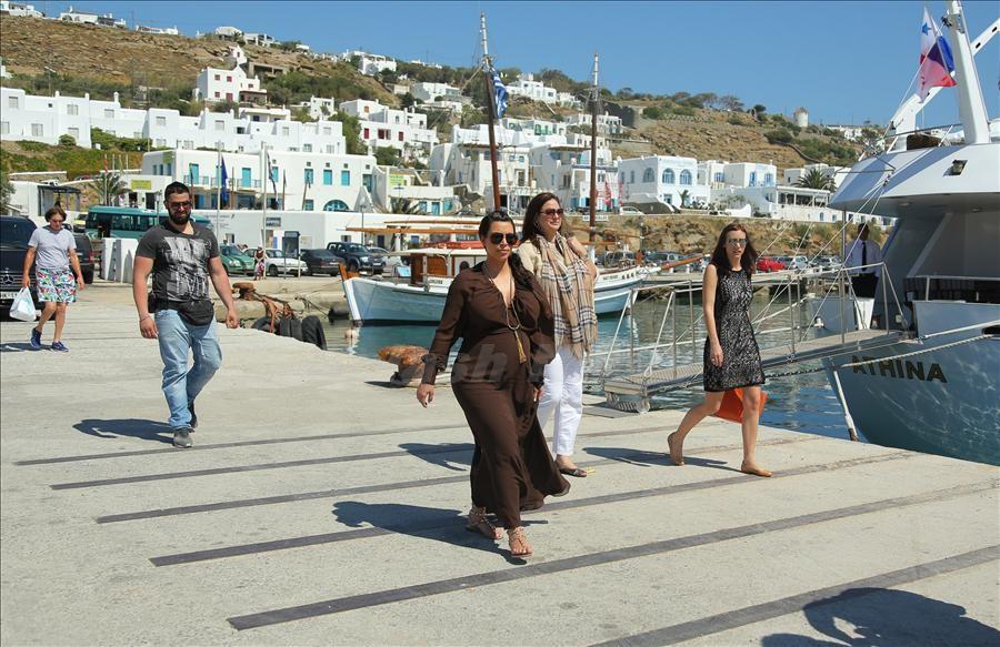 pregnant Kim Kardashian on way to luxury yacht O'Ceanos in greece