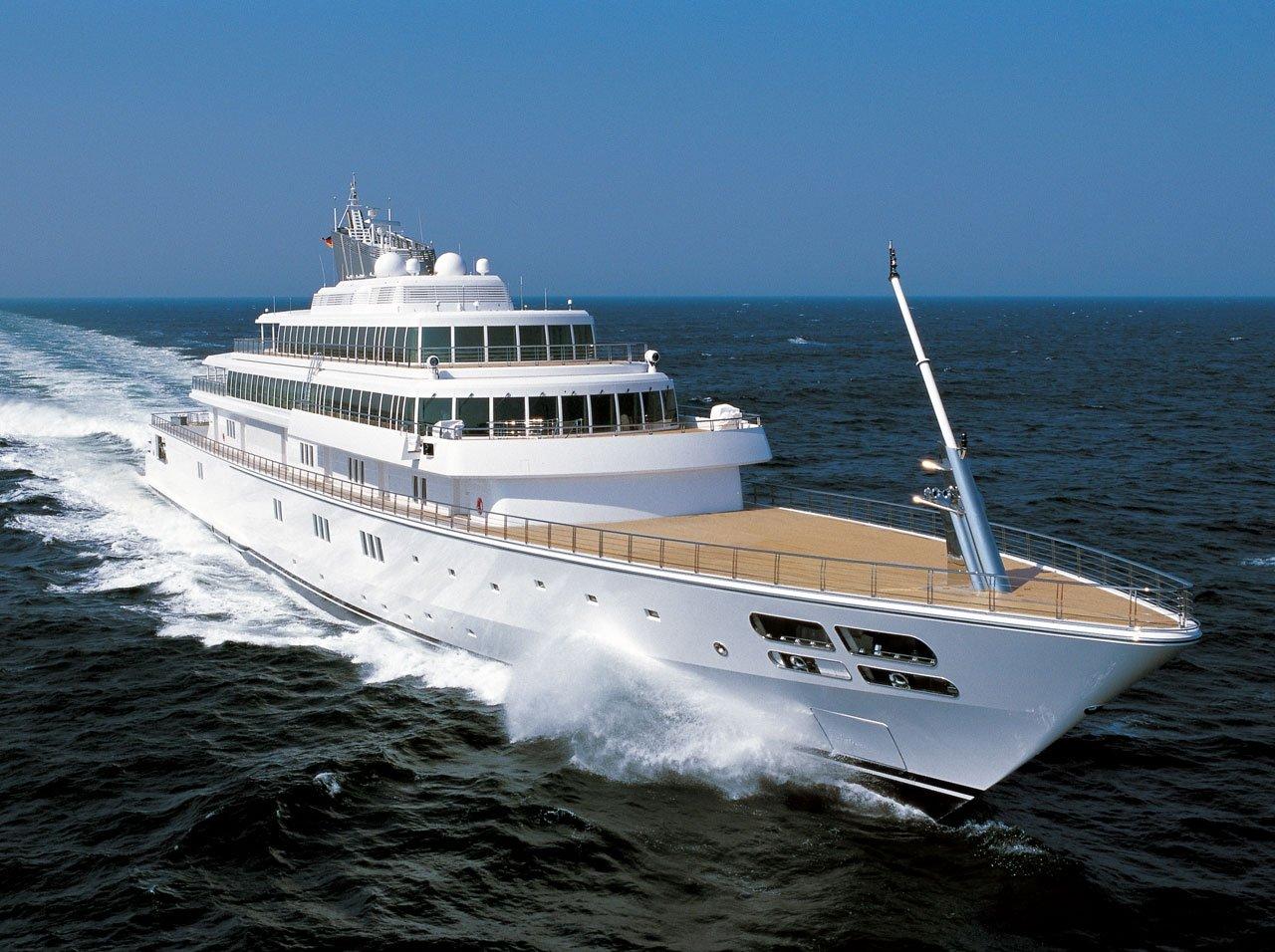 Juliette Lewis Gives T... Leonardo Dicaprio's Yacht