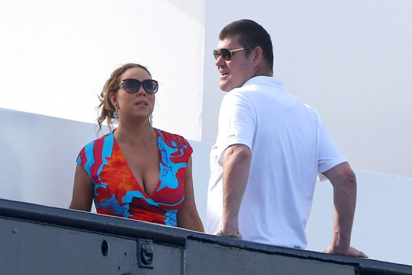 mariah-carey-billionaire-boyfriend-james-packer-kissing-pda-yacht.-06
