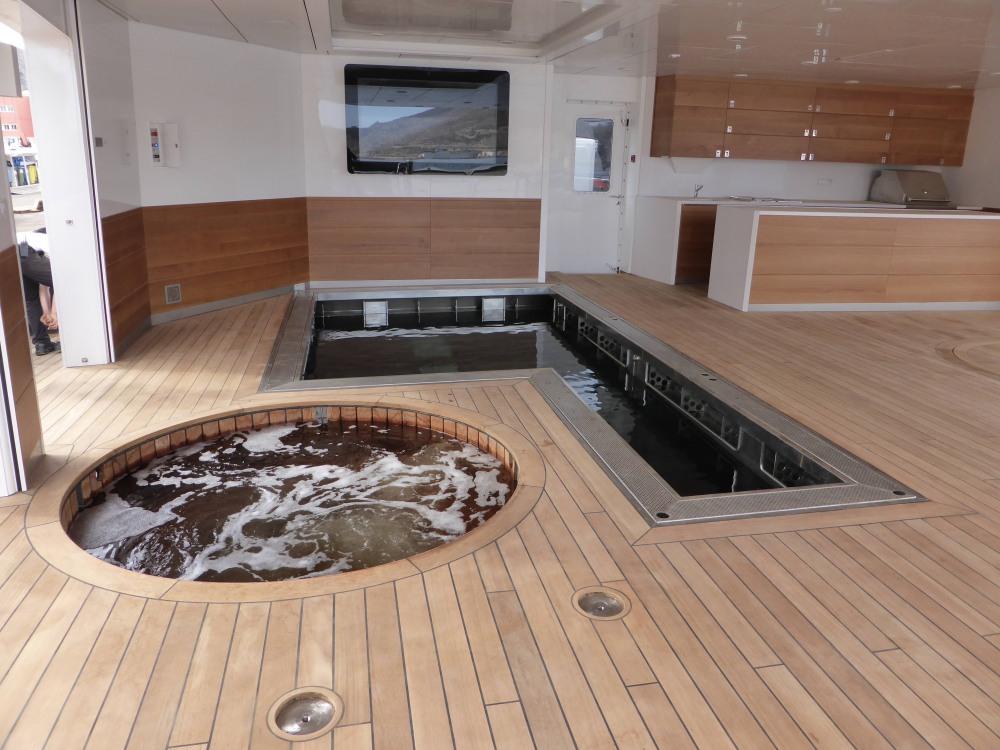 Arctic-yacht-jacuzzi