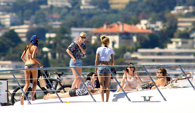 Leo and the ladies aboard Lionheart