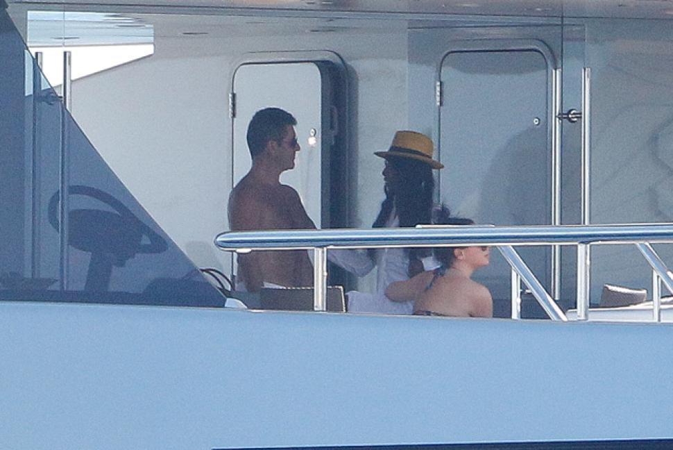 Simon and Sinitta deep in conversation