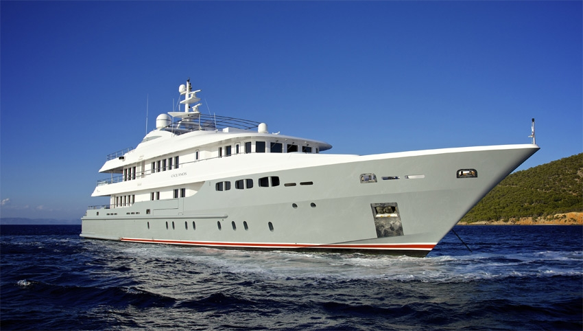 luxury yacht O'Ceanos borrowed by kendall jenner and kardashian family for holiday in mykonos