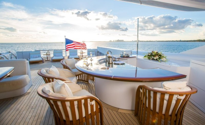 entourage movie luxury yacht usher's bar