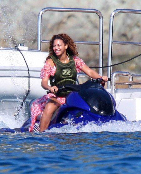 Beyonce St Barts 2009 Galaxy 3