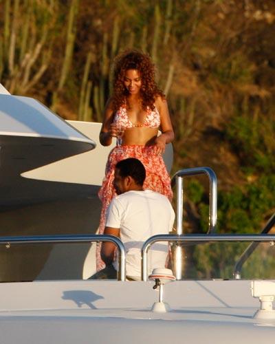 Beyonce St Barts 2009 Galaxy 4