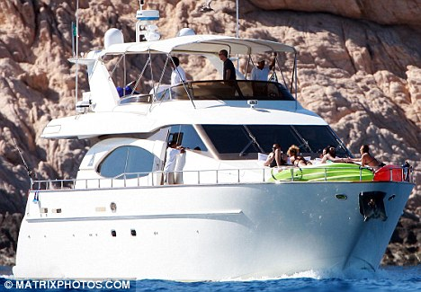 luxury yacht rented by rihanna and matt kemp in mexico