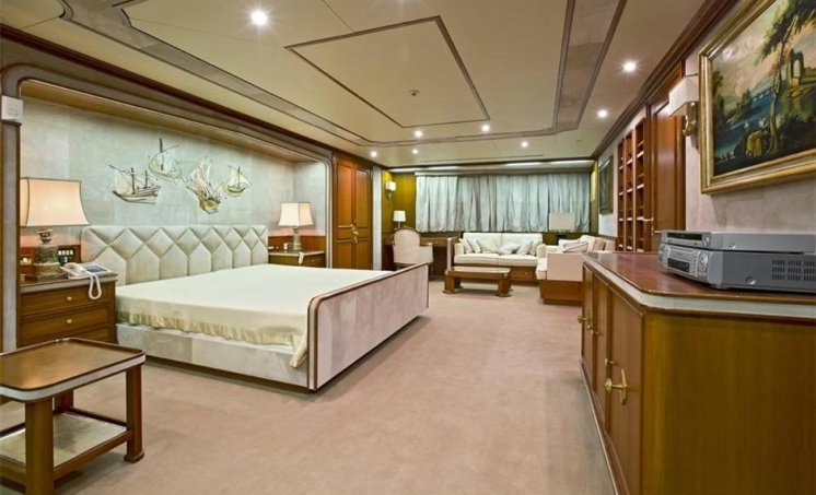 bono's superyacht 'kingdom come' master suite