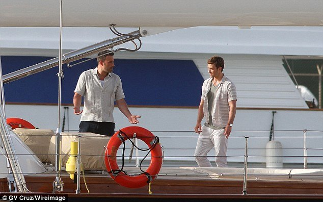 justin timberlake and ben affleck film runner runner on sailing yacht asolare
