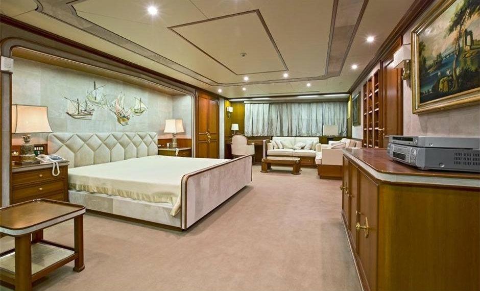 bono's superyacht 'kingdom come' master suite