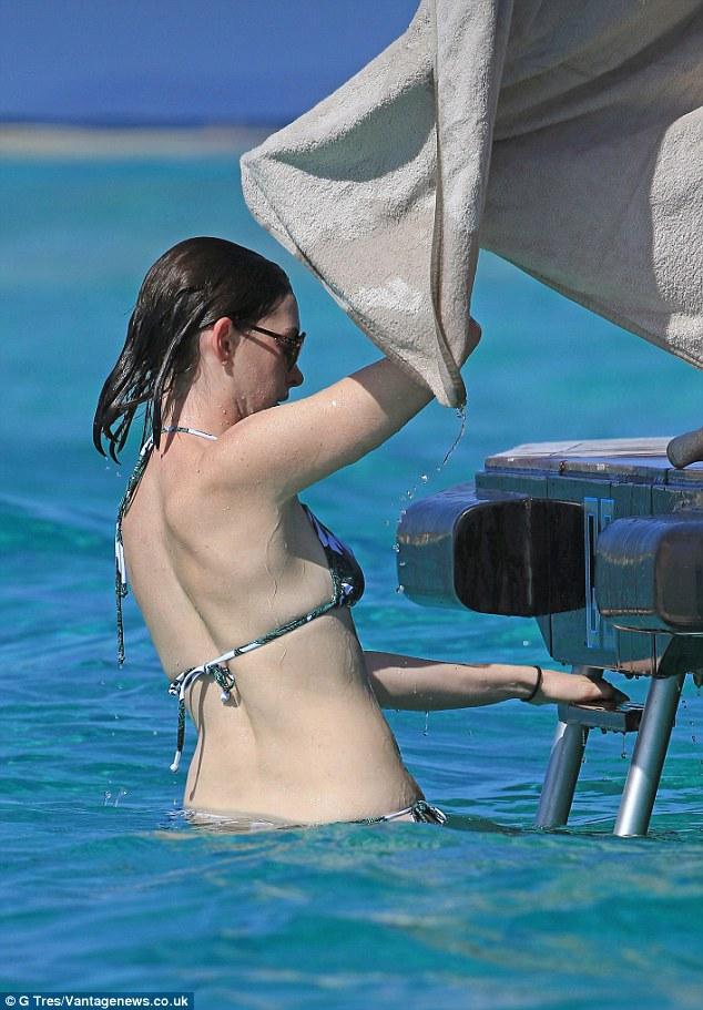 Anne Hathaway yacht 3
