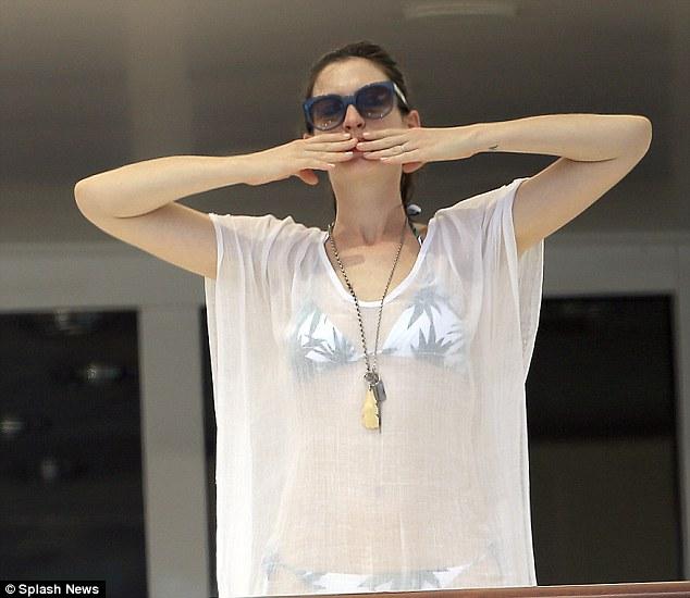 Anne Hathaway yacht 5