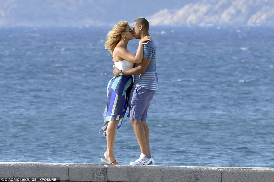 beyonce and jay z kiss on holiday in sardinia on Superyacht Galactica Star